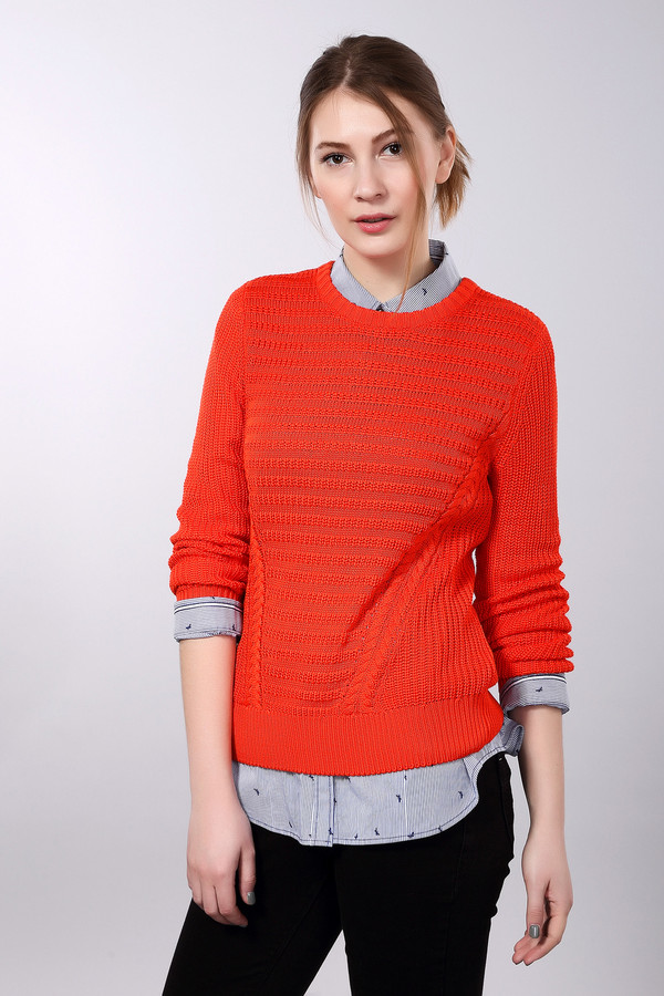 Пуловер PezzoПуловеры<br>Пуловер Pezzo красный. Эта модель примечательна своим ярким цветом и фантазийным рисунком. Изящные косы по бокам лифа и горизонтальный рисунок на лифе между ними отлично соседствуют с чулочной вязкой остальной части модели. Восхитительный выбор для женщин, которые не боятся выделяться из толпы и любят быть в центре внимания. Состав: акрил и вискоза.