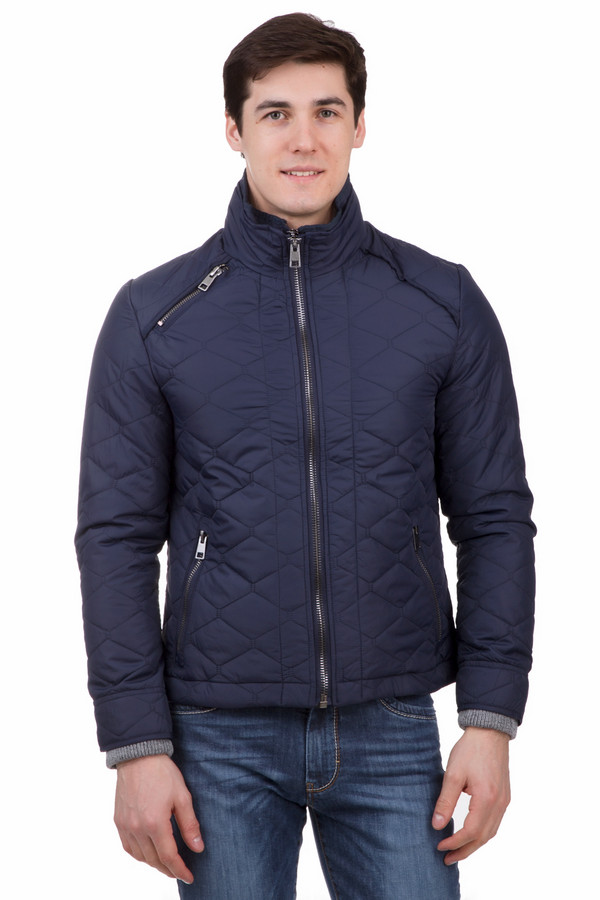Куртка LocustКуртки<br>Практичная мужская куртка Locust темно-синего цвета не оставит равнодушным ни одного мужчину. Изделие прямого кроя, с воротником-стойкой, защищающим от пронизывающего ветра, дополнено тремя удобными кармашками на молниях. Застегивается куртка на две молнии, что гарантирует сохранение тепла внутри. Подходит для носки в демисезон. Верхняя часть выполнена из нейлона, внутренняя из полиэстера.<br><br>Размер RU: 56<br>Пол: Мужской<br>Возраст: Взрослый<br>Материал: нейлон 100%, Состав_подкладка полиэстер 100%<br>Цвет: Синий