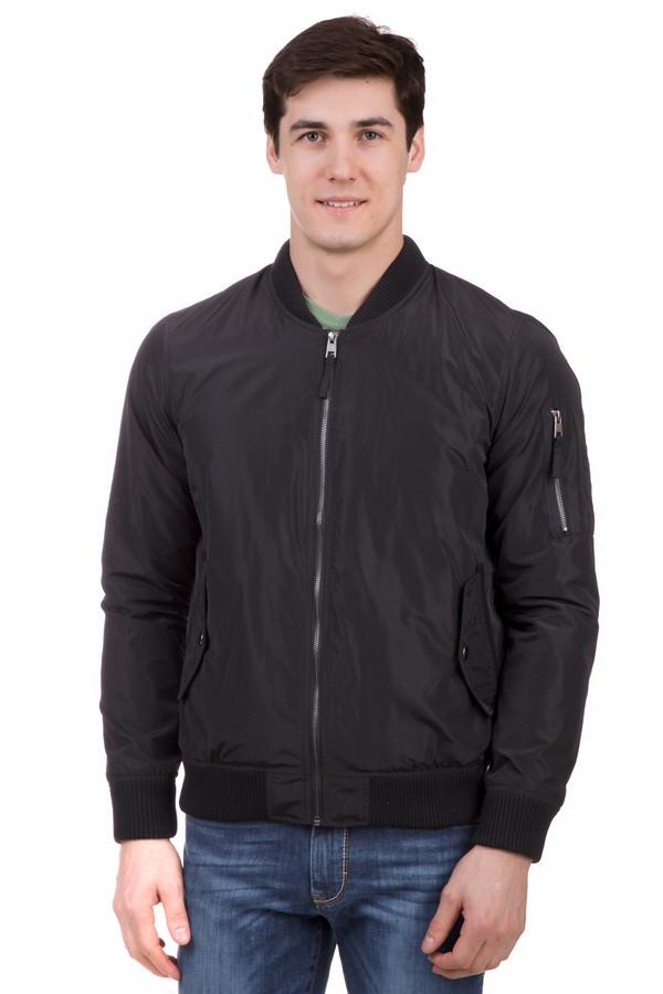 Куртка LocustКуртки<br>Небрежная мужская куртка Locust черного цвета - хороший вариант для периода, когда в теплой верхней одежде уже жарко, а без нее - холодно. Куртка облегченного типа дополнена двумя кармашками на животе, и одним на рукаве, что делает ее еще и очень практичной. Идеальное время для ее носки - это весна и осень. Изготовлена модель из чистого полиэстера.<br><br>Размер RU: 52-54<br>Пол: Мужской<br>Возраст: Взрослый<br>Материал: полиэстер 100%, Состав_подкладка полиэстер 100%<br>Цвет: Чёрный