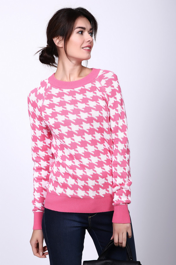 Пуловер PezzoПуловеры<br>Пуловер Pezzo розово-белый. Отменная модель для тех женщин, которые предпочитают выделяться из толпы. Рисунок в «гусиную лапку» уже давно завоевал сердца дам со всего мира, в этой же модели он заиграл по-новому благодаря неординарному сочетанию цветов. Состав: хлопок плюс вискоза. Демисезонное изделие, которое выглядит на все сто, а к тому же оно очень комфортно в носке.<br><br>Размер RU: 52<br>Пол: Женский<br>Возраст: Взрослый<br>Материал: хлопок 60%, вискоза 40%<br>Цвет: Белый