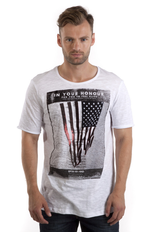 Футболкa LocustФутболки<br>Белая футболка от бренда Locust прямого кроя выполнена из приятного на ощупь хлопкового материала. Изделие дополнено: круглым вырезом ворота и короткими рукавами. Футболка декорирована стильным принтом с надписью и американским флагом.<br><br>Размер RU: 52-54<br>Пол: Мужской<br>Возраст: Взрослый<br>Материал: хлопок 100%<br>Цвет: Белый