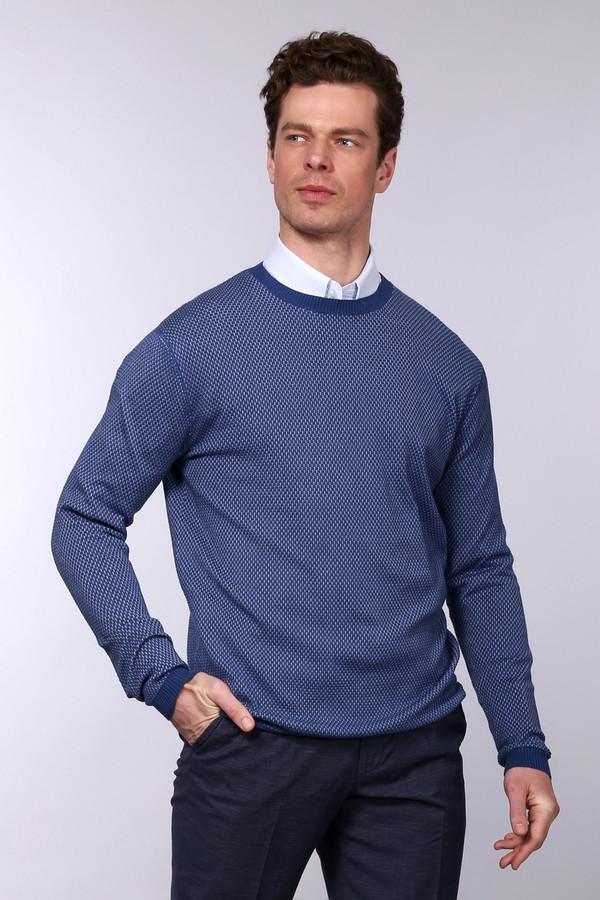 Джемпер PezzoДжемперы и Пуловеры<br>Практичный мужской джемпер Pezzo синего цвета подойдет как для повседневной носки, так и в качестве детали рабочего гардероба. С длинным рукавом, без воротника, края манжет, низ изделия, горловина окантованы узкой резинкой. Выполнен этот джемпер из полиамида и вискозы. Наиболее удобным для носки будет в весенний и осенний сезон.