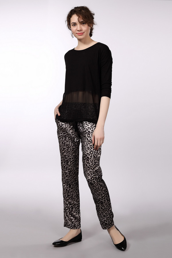 Брюки LocustБрюки<br>Вискозные женственные брюки от бренда Locust зауженного кроя книзу выполнены из приятного на ощупь материала светло-серого цвета с контрастным леопардовым принтом. Изделие дополнено двумя боковыми карманами. Низ штанин оформлены отворотами.<br><br>Размер RU: 48-50<br>Пол: Женский<br>Возраст: Взрослый<br>Материал: вискоза 100%<br>Цвет: Разноцветный