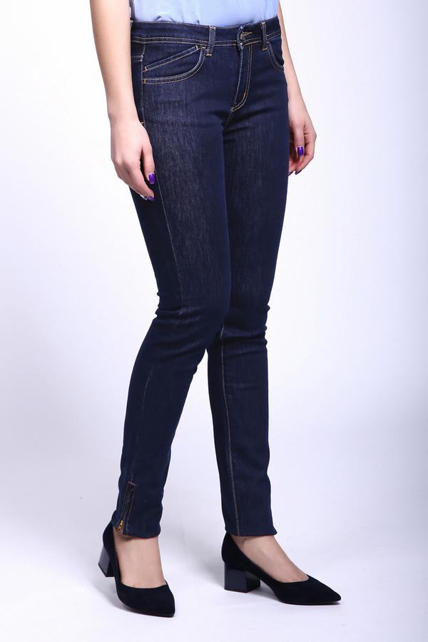 Классические джинсы Sai-KuКлассические джинсы<br>Женские джинсы от бренда Sai-Ku. Это джинсы-скинни средней посадки, классического темно-синего цвета. Изделие дополнено: пятью стандартными карманами и застежкой молния с пуговицей. Манжеты декорированы боковыми молниями. Стильные, модные джинсы хорошо будут смотреться с топами и удлиненными блузами.<br><br>Размер RU: 44-46(L34)<br>Пол: Женский<br>Возраст: Взрослый<br>Материал: хлопок 65%, полиэстер 34%, лайкра 1%<br>Цвет: Синий