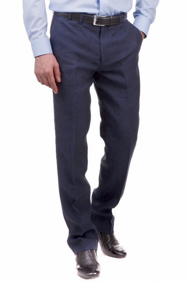 Брюки Just ValeriБрюки<br>Брюки Just Valeri темно-синие мужские. Строгие брюки со складками – неизменный атрибут делового мужчины. В таких брюках вам будет очень комфортно благодаря тому, что сшиты они из 100%-ного льна, а значит, такая модель приятна на ощупь и в носке. Летом данное изделие попросту незаменимо. Сочетайте их с самыми разными рубашками.<br><br>Размер RU: 54<br>Пол: Мужской<br>Возраст: Взрослый<br>Материал: лен 100%<br>Цвет: Синий