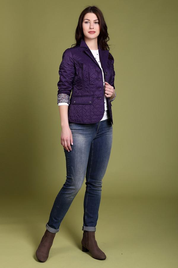 Куртка PezzoКуртки<br>Куртка Pezzo фиолетовая женская. Милая и к тому же удобная модель для женщин, ценящих стиль и комфорт. Безупречная посадка обеспечивается вытачками и пояском сзади. Куртка застегивается на пуговицы, что напоминает застежку пиджаков. Декоративные карманы и удачная простеганная ткань добавляют очарования всему этому образу.<br><br>Размер RU: 42<br>Пол: Женский<br>Возраст: Взрослый<br>Материал: нейлон 100%<br>Цвет: Фиолетовый