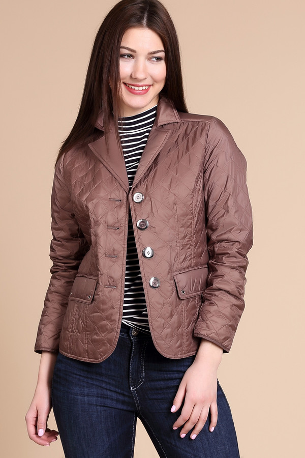 Куртка PezzoКуртки<br>Куртка Pezzo коричневая. Стиль и изящество воплощены в этой очаровательной модели. Приталенный силуэт данной курточки напоминает крой пиджака. Вытачки на лифе обеспечивают безупречную посадку изделия. Состав: 100%-ный нейлон. Милые карманы по бокам и застежка сзади дополняют композицию. Курточка гармонично впишется в самые разные ансамбли.<br><br>Размер RU: 44<br>Пол: Женский<br>Возраст: Взрослый<br>Материал: нейлон 100%<br>Цвет: Коричневый