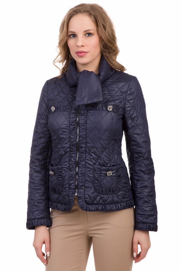 Куртка Just ValeriКуртки<br>Куртка Just Valeri темно-синяя. Данное изделие может похвастаться целым рядом интересных и необычных деталей. Это и карманчики, декорированные жатой тканью, а также миниатюрный изящный шарфик из той же ткани, что и сама куртка. Состав: 100%-ный полиэстер. Демисезонная вещь станет украшением самых разных ансамблей.<br><br>Размер RU: 46<br>Пол: Женский<br>Возраст: Взрослый<br>Материал: полиэстер 100%<br>Цвет: Синий