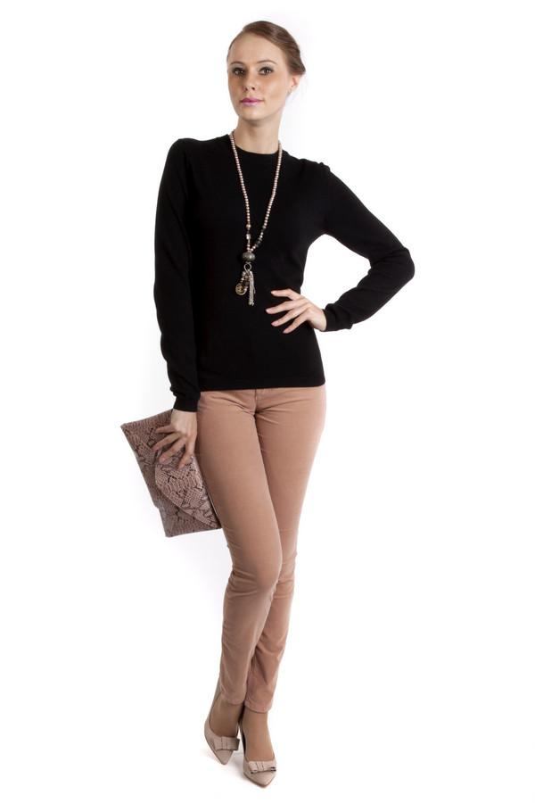 Классические джинсы OuiКлассические джинсы<br>Классические джинсы Oui представлены в двух цветах: черном и бежевом. Брюки изготовлены из натурального хлопка. Благодаря классическому дизайну, облегающей форме и отсутствию принтов и нашивок, джинсы могут быть использованы, как для походов на работу, так и для повседневного использования. К таким брюкам будет легко подобрать  пуловер ,  футболку  или  блузу .<br><br>Размер RU: 46<br>Пол: Женский<br>Возраст: Взрослый<br>Материал: эластан 3%, хлопок 97%<br>Цвет: Бежевый