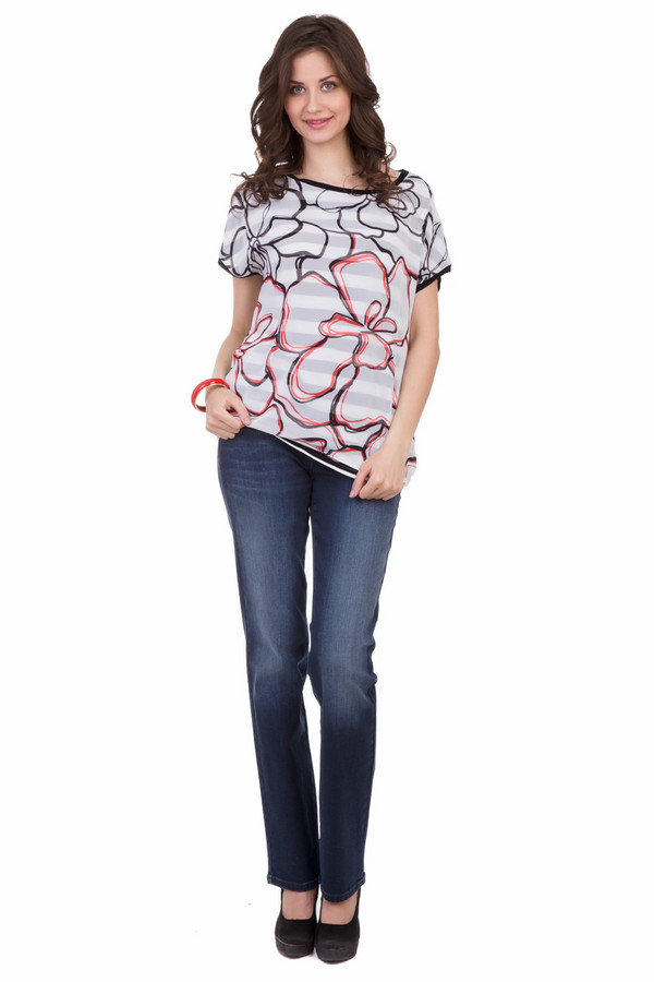 Джинсы CambioДжинсы<br>Джинсы Cambio синие. Модель прямого кроя подходит для любого типа фигуры. Максимум удобства этого изделия обеспечен типичным для джинсов кроем и наличием карманов. Легкие потертости спереди и сзади на штанинах делают предлагаемую модель очень актуальной. Состав: эластан, хлопок и полиэстер.<br><br>Размер RU: 48<br>Пол: Женский<br>Возраст: Взрослый<br>Материал: эластан 2%, хлопок 92%, полиэстер 6%<br>Цвет: Синий