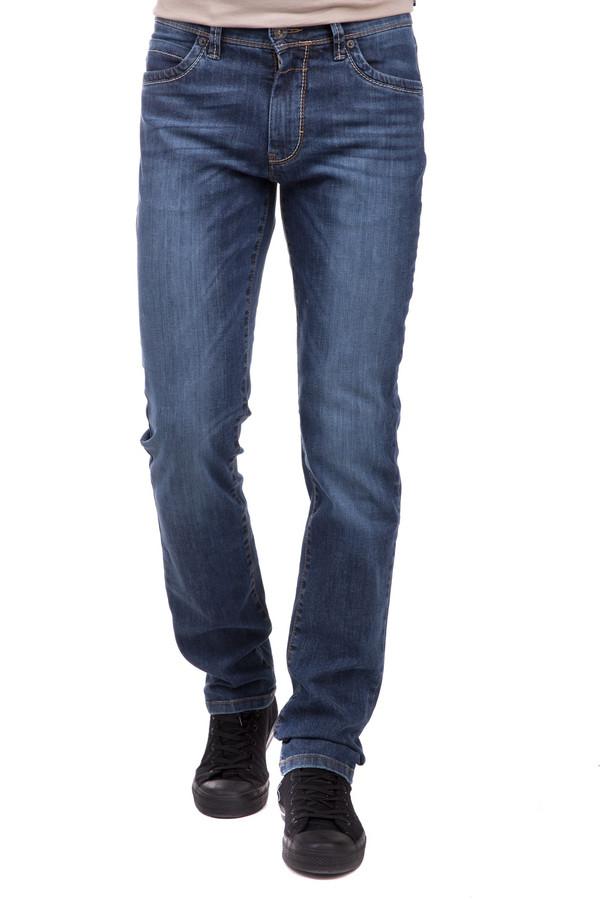 Джинсы BraxДжинсы<br>Джинсы Brax синие мужские. Отличная модель для уверенного в себе делового мужчины. В таких брючках вы будете просто неотразимы. Темно-синий джинс выглядит очень актуально, к тому же такие брюки красиво сидят и смотрятся на все сто. Состав: хлопок, эластан, полиэстер. Модель предназначена для круглогодичной носки. Джинсов в гардеробе мужчины много не бывает. Стильное изделие на каждый день.<br><br>Размер RU: 48(L34)<br>Пол: Мужской<br>Возраст: Взрослый<br>Материал: хлопок 95%, эластан 1%, полиэстер 4%<br>Цвет: Синий