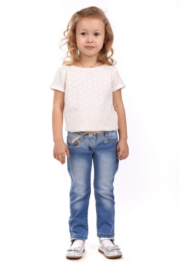 Брюки SarabandaБрюки<br>Брюки Sarabanda синие. Милые джинсовые брючки незаменимы в гардеробе как взрослой леди, так и совсем юной. Удобный крой таких изделий заслуженно завоевал популярность у дам вне зависимости от возраста. Штанишки отличает типичный для джинсовых брюк фасон, сзади они снабжены удобными объемными карманами. Носить это изделие можно с декоративным пояском. Состав: полиэстер, эластан, хлопок.<br><br>Размер RU: 28;110<br>Пол: Женский<br>Возраст: Детский<br>Материал: хлопок 78%, эластан 1%, полиэстер 21%<br>Цвет: Синий