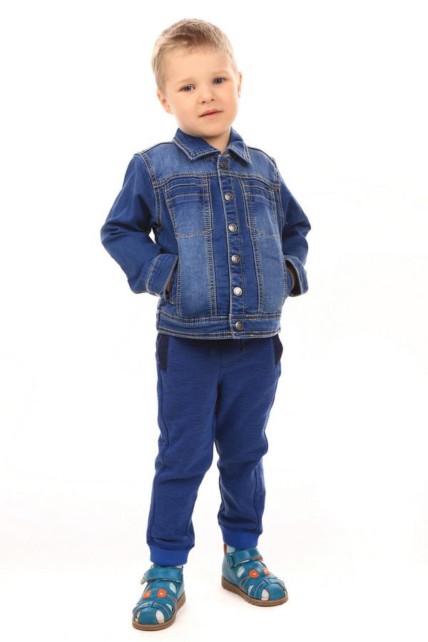 Куртка SarabandaКуртки<br>Куртка Sarabanda синяя. Джинсовая одежда нравится как взрослым, так и детям. И это совсем не удивительно, ведь такие вещи уже долгие годы находятся на пике популярности, а кто из нас не хочет быть в тренде? Курточка на кнопках с отложным воротничком и удобными нагрудными и боковыми карманами очень удобна – убедитесь в этом сами. Состав: полиэстер, эластан, хлопок.<br><br>Размер RU: 28;104<br>Пол: Мужской<br>Возраст: Детский<br>Материал: полиэстер 10%, эластан 2%, хлопок 88%<br>Цвет: Синий
