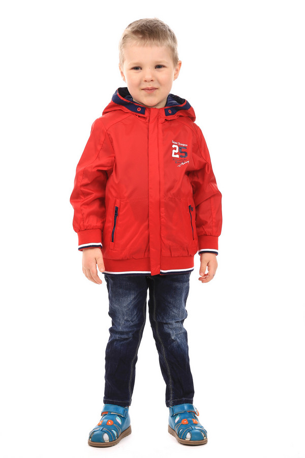Куртка SarabandaКуртки<br>Куртка Sarabanda красная. Эта модель, без сомнения, придется по душе мальчику. В такой курточке он будет ярок и современен. Удобный крой, обилие полезных деталей (карманы на молнии, капюшон) делают эту модель просто безупречной. Состав: 100%-ный полиамид. Низ и рукава модели собраны на резинку, что очень практично и удобно.<br><br>Размер RU: 26;98<br>Пол: Мужской<br>Возраст: Детский<br>Материал: полиамид 100%, Состав_подкладка полиамид 100%<br>Цвет: Красный