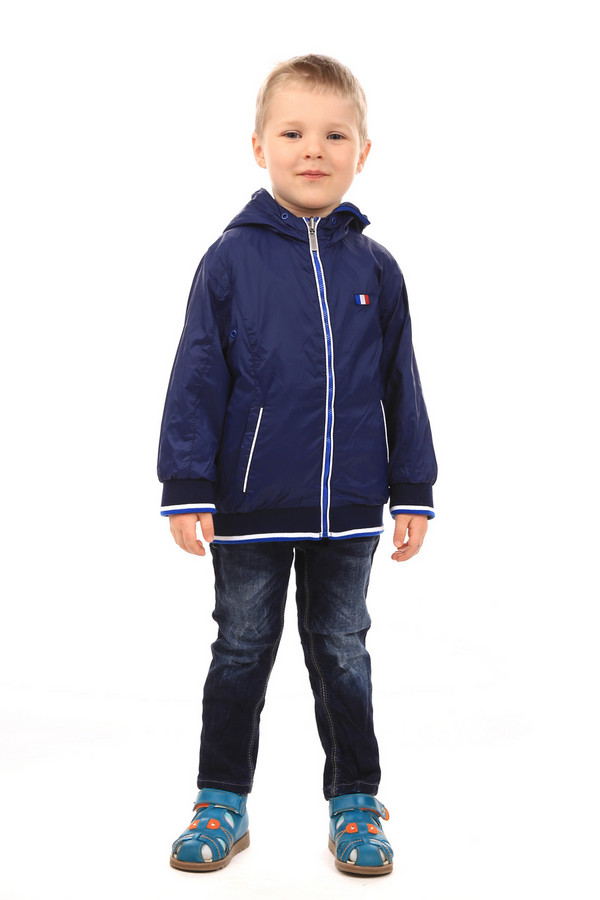 Куртка SarabandaКуртки<br>Куртка Sarabanda синяя. Одежда для мальчика – это всегда не только комфорт, но еще и красота. Глубокий синий цвет, рукава и низ курточки на резинке – очень удобно и практично, сохранение тепла для демисезонных изделий более чем актуально. Для защиты от дождя прекрасно послужит капюшон. Застежка на молнию, рукава и низ изделия, а также карманы отделаны контрастными светлыми полосками. Состав: 100%-ный полиамид.<br><br>Размер RU: 30;122<br>Пол: Мужской<br>Возраст: Детский<br>Материал: полиамид 100%, Состав_подкладка полиамид 100%<br>Цвет: Синий