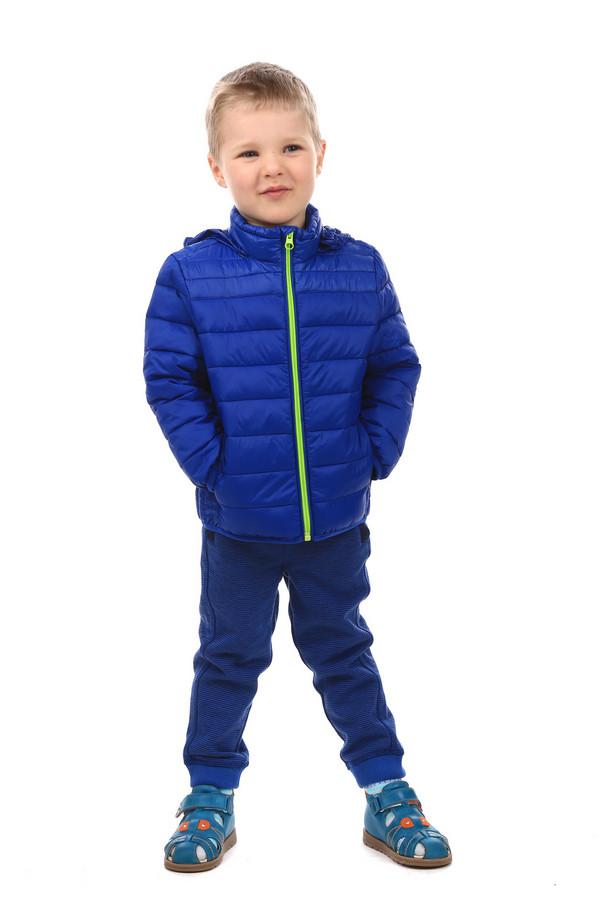 Куртка Tom TailorКуртки<br>Куртка Tom Tailor детская. Яркая и стильная вещь для мальчика. Цвет электрик дополняет яркая молния. Детская одежда должна выглядеть весело и жизнерадостно, поэтому такой наряд придется по душе как самому малышу, так и его сверстникам. Отличное решения для маленького модника. Состав: 100%-ный полиамид. Демисезонное изделие.<br><br>Размер RU: 32-34;128-134<br>Пол: Мужской<br>Возраст: Детский<br>Материал: полиамид 100%<br>Цвет: Синий