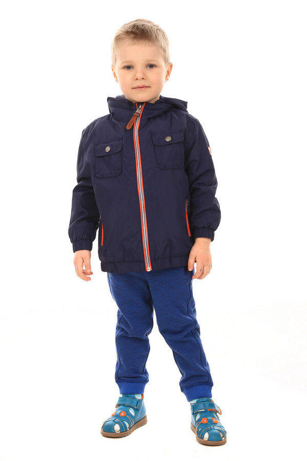 Куртка Tom TailorКуртки<br>Куртка Tom Tailor детская. Темно-синяя курточка выглядит очень хорошо. К тому же ее темный цвет очень практичен, ведь дети очень часто пачкают одежду при играх во дворе. 100%-ный полиэстер поэтому также очень верный выбор. Отличная верхняя одежда – залог здоровья и комфорта вашего малыша. Отделанная контрастными красными полосками, курточка понравится юному моднику. Удобны также застежка на молнии и накладные нагрудные карманы.<br><br>Размер RU: 28;104-110<br>Пол: Мужской<br>Возраст: Детский<br>Материал: полиэстер 100%<br>Цвет: Синий