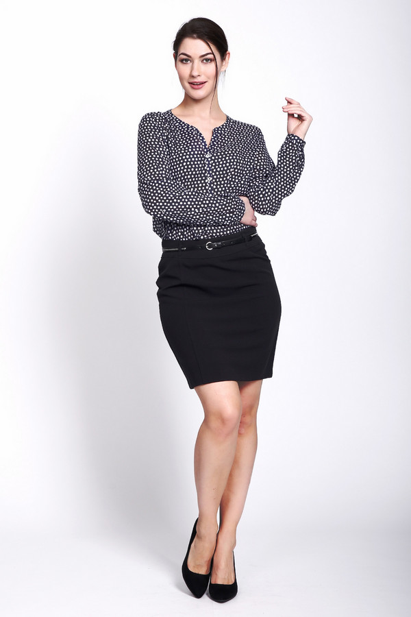 Юбка SteilmannЮбки<br>Юбка Steilmann черная. Идеальная модель для офиса. Практичные женщины, несомненно, оценят по достоинству все ее преимущества. Состав: эластан, вискоза, полиэстер. Демисезонное изделие, которое снабжено сзади удобной шлицей. Эта черная юбка комбинируется с прочими вещами вашего гардероба очень просто и создает при этом сногсшибательные ансамбли.