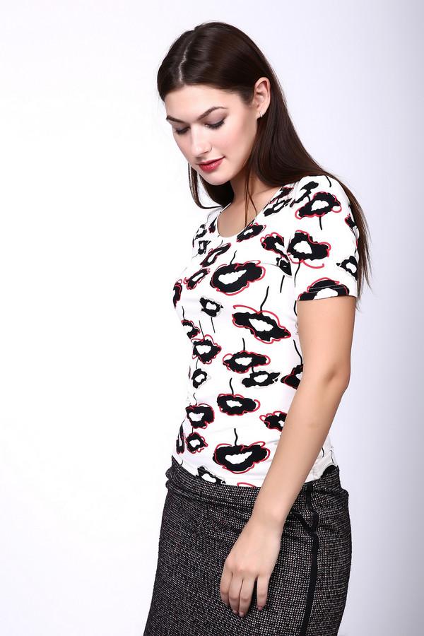 Футболка PezzoФутболки<br>Футболка Pezzo разноцветная. Черно-красный рисунок на белом фоне – это старая добрая классика. В таком изделии вам будет всегда комфортно и уютно, ведь оно выполнено из вискозы и эластана, а потому приятно на ощупь и замечательно в носке. Смело сочетайте футболку с вещами разных фасонов в романтическом стиле или более кэжуал.