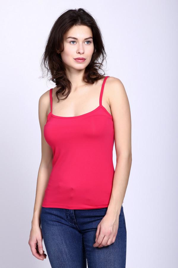 Топ PezzoТопы<br>Топ Pezzo красный. Милая и очень женственная модель, ведь она позволяет продемонстрировать ваши восхитительные плечи и шею. Благодаря своему составу ткани (эластан плюс вискоза) изделие идеально сидит на женской фигуре и смотрится как с обложки журнала. Наилучший комби-партнер для брюк, как джинсовых, так и обычных, а также различных юбочек.