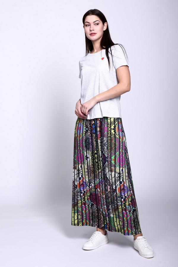 Юбка PezzoЮбки<br>Юбка Pezzo разноцветная. Эта модель придумана специально для тех дам, которые любят все яркое, необычное, неординарное. В этой юбочке уникально все: длина, плиссе, а главное – пестрая расцветка. Особенно по душе придется данная вещь тем женщинам, которым нравится этно-стиль и такая одежда. Состав: эластан и вискоза. Верх в таком ансамбле должен быть более сдержанным, преимущественно однотонным.<br><br>Размер RU: 42<br>Пол: Женский<br>Возраст: Взрослый<br>Материал: эластан 5%, вискоза 95%<br>Цвет: Разноцветный