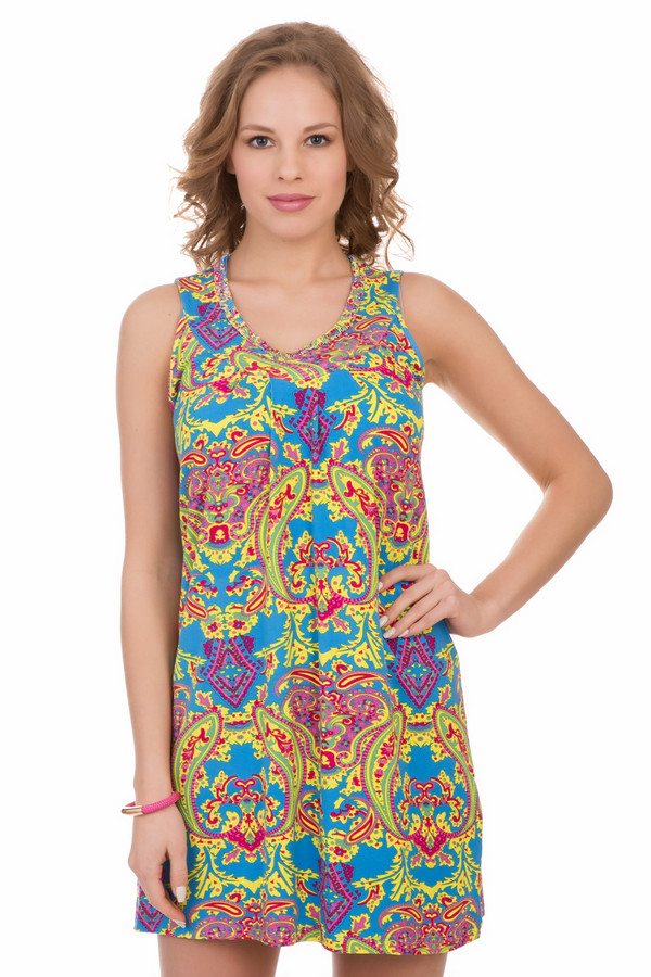 Платье PezzoПлатья<br>Платье Pezzo разноцветное. Милая модель длины мини превосходно сидит, хорошо носится и открывает ваши ножки. Пестрая расцветка этого изделия придется по душе жизнерадостным открытым женщинам и девушкам. Для летнего отдыха или для города, свободно или под пояс – это платье можно носить в разных ситуациях и в разных вариантах. Состав: вискоза плюс эластан.