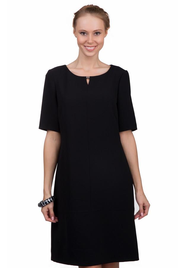 Вечернее платье ApanageВечерние платья<br>Черное платье Apanage приталенного кроя. Изделие дополнено: круглым вырезом и короткими рукавами. Ворот декорирован золотистой фурнитурой. На спинке расположена скрытая молния. Изделие выполнено из высококачественного материала.<br><br>Размер RU: 42<br>Пол: Женский<br>Возраст: Взрослый<br>Материал: полиэстер 100%<br>Цвет: Чёрный