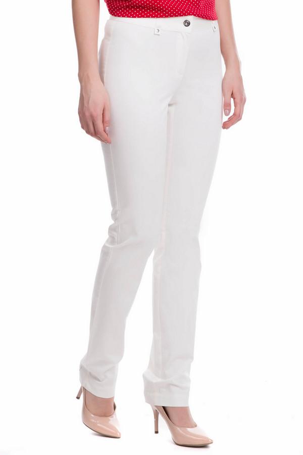 Брюки FemmeБрюки<br>Брюки Femme белые. Такие брюки выглядят более чем шикарно. Белые вещи всегда были и есть признаком стили и роскоши, ведь срок службы таких изделий несколько меньший, да и ухаживать за ними сложнее, чем за изделиями из более темных тканей. Но оно того стоит! Состав: эластан, хлопок. Легкий декор на шлевках спереди и на горизонтальном заднем кармашке дополняет столь очаровательную картину.<br><br>Размер RU: 52<br>Пол: Женский<br>Возраст: Взрослый<br>Материал: эластан 3%, хлопок 97%<br>Цвет: Белый