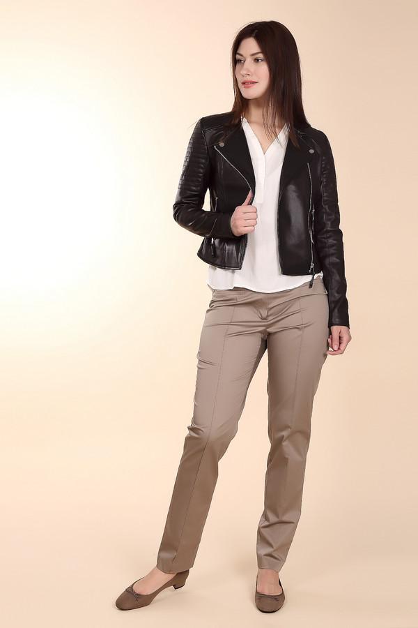 Брюки Betty BarclayБрюки<br>Брюки Betty Barclay бежевые. Благородный оттенок этой модели – отменный выбор для стильной женщины. Брючины дополнены швами, имитирующими сладки, благодаря чему такие брюки выглядят строго и элегантно. Прорезные карманы спереди и сзади – также отличное решение для такой модели. Состав: хлопок и эластан, что обеспечивает оптимальную посадку. Замечательная модель для лета.<br><br>Размер RU: 50<br>Пол: Женский<br>Возраст: Взрослый<br>Материал: хлопок 98%, эластан 2%<br>Цвет: Бежевый