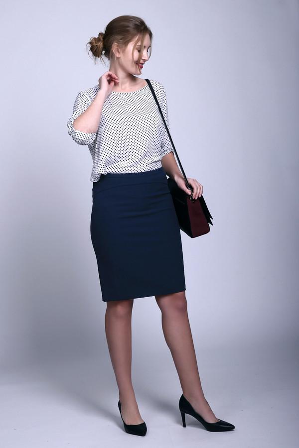 Блузa Gerry WeberБлузы<br>Блузa Gerry Weber черно-белая. Отличная модель для женщин, которые ценят простой дизайн и наивысший уровень удобства. Такая блуза подойдет женщинам любой комплекции. Ее прямой силуэт обеспечит оптимальную посадку, а застежки на рукавах помогут зафиксировать их и служат своего рода декором. Летнее изделие из 100%-ной вискозы для элегантных женщин с врожденным чувством стиля.<br><br>Размер RU: 50<br>Пол: Женский<br>Возраст: Взрослый<br>Материал: вискоза 100%<br>Цвет: Чёрный
