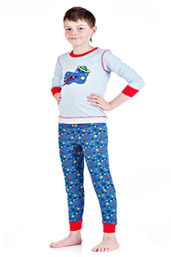Пижама LowryПижамы<br>Пижама Lowry для мальчика разноцветная. Серый, красный, жёлтый, синий – вся гамма цветов представлена в этой замечательной модели. Состав: 100%-ный хлопок. Яркие акценты – манжеты на рукавах, вокруг выреза горловины и на брючках, а также декоративные швы. Отлична и очень удобная вещь для маленького сорванца, в которой ему будет тепло и уютно.<br><br>Размер RU: 28<br>Пол: Мужской<br>Возраст: Детский<br>Материал: хлопок 100%<br>Цвет: Разноцветный