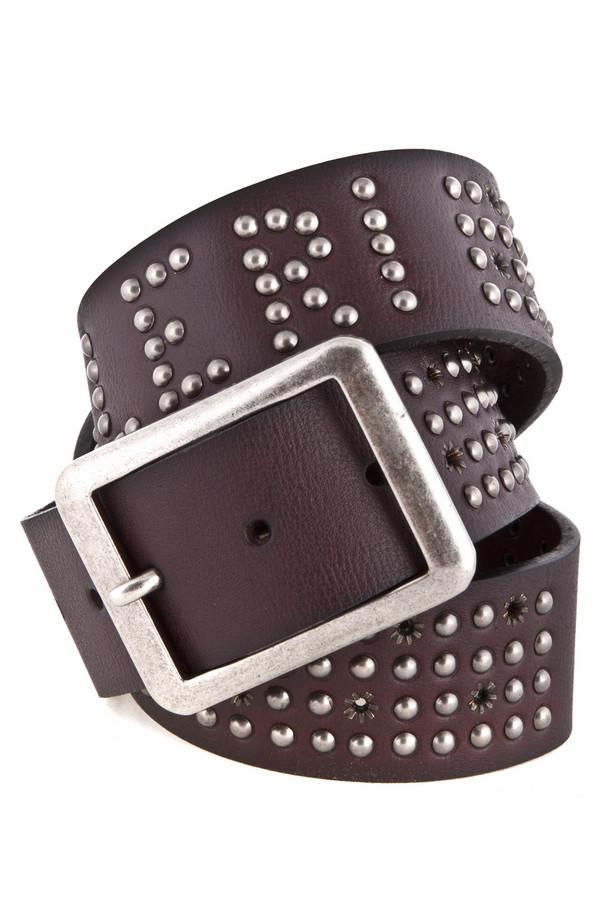 Ремень Just ValeriРемни<br>Модный пояс для мужчин от бренда Just Valeri черного цвета. Ремень сделан из натуральной кожи. Пояс украшен стальными заклепками серебристого цвета, которые образуют собой название бренда, за счет чего он выглядит очень стильно и неординарно. Такой ремень сделает ваш образ модным, эффектным и неповторимым.<br><br>Размер RU: 50<br>Пол: Мужской<br>Возраст: Взрослый<br>Материал: кожа 100%<br>Цвет: Чёрный