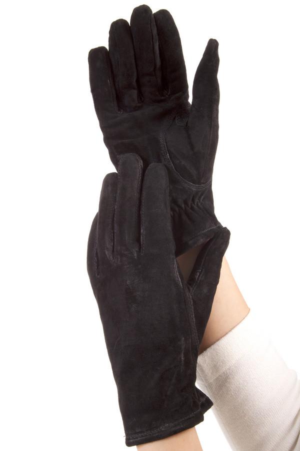 Перчатки PezzoПерчатки<br>Женские перчатки Pezzo выполнены из натуральной замши черного цвета. Изделие дополнено декоративной отстрочкой и эластичной резинкой на запястье.   Подкладка из флиса.<br><br>Размер RU: 6<br>Пол: Женский<br>Возраст: Взрослый<br>Материал: замша 100%<br>Цвет: Чёрный