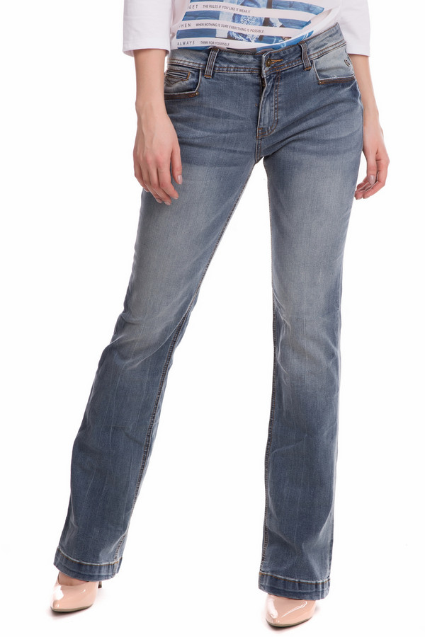 Классические джинсы s.OliverКлассические джинсы<br>Женские классические джинсы s.Oliver голубого цвета - это просто незаменимая в гардеробе вещь. Прямого покроя, с нормальной посадкой, поясом и двумя парами практичных карманов, эти джинсы станут отличным дополнением любого образа в повседневной носке. В состав изделия входят эластан, вискоза, полиэстер и хлопок. Носить их можно круглогодично.<br><br>Размер RU: 44<br>Пол: Женский<br>Возраст: Взрослый<br>Материал: эластан 1%, хлопок 73%, вискоза 14%, полиэстер 12%<br>Цвет: Голубой