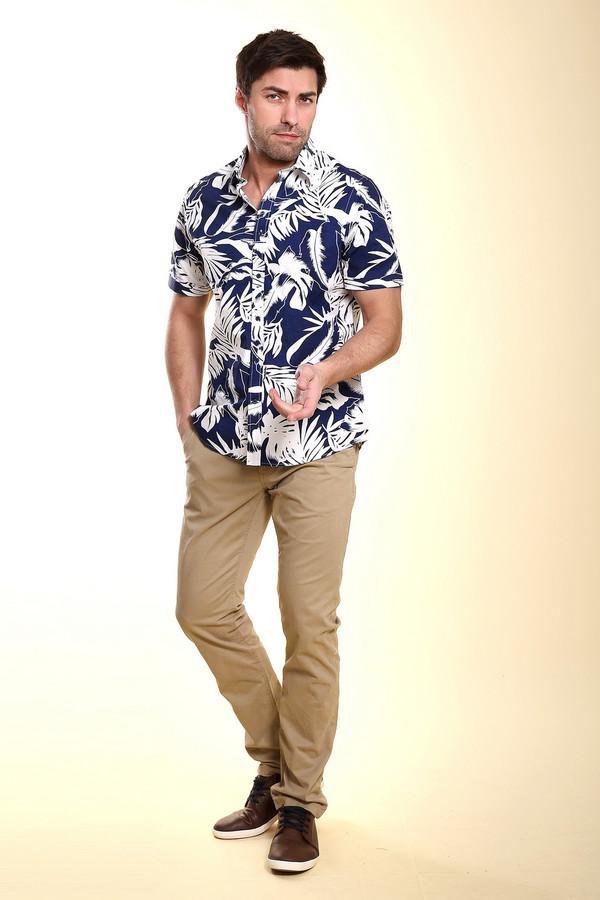 Брюки Tom TailorБрюки<br>Деловые мужские брюки Tom Tailor - отличный вариант для рабочего времени. Это прекрасное дополнение к рубашке и пиджаку или одной только рубашке. Брюки прямого кроя с косыми карманами спереди и врезными сзади. Дополняет их коричневый узкий пояс. В состав изделия входят эластан и хлопок, летом в них будет наиболее комфортно.<br><br>Размер RU: 46(L34)<br>Пол: Мужской<br>Возраст: Взрослый<br>Материал: эластан 3%, хлопок 97%<br>Цвет: Бежевый