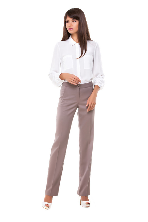 Брюки DEVURБрюки<br>Красивые женские брюки DEVUR цвета кофе с молоком сделают любую девушку обворожительной. Эти брюки прямого кроя будут хорошо смотреться с блузами и рубашками, но вполне допустимо сочетать их и с футболками, джемперами. Спереди есть два функциональных врезных кармана. В состав изделия входят эластан, вискоза, полиэстер. Осенью и весной в таких брюках будет удобнее всего.<br><br>Размер RU: 50<br>Пол: Женский<br>Возраст: Взрослый<br>Материал: эластан 3%, вискоза 24%, полиэстер 73%<br>Цвет: Бежевый