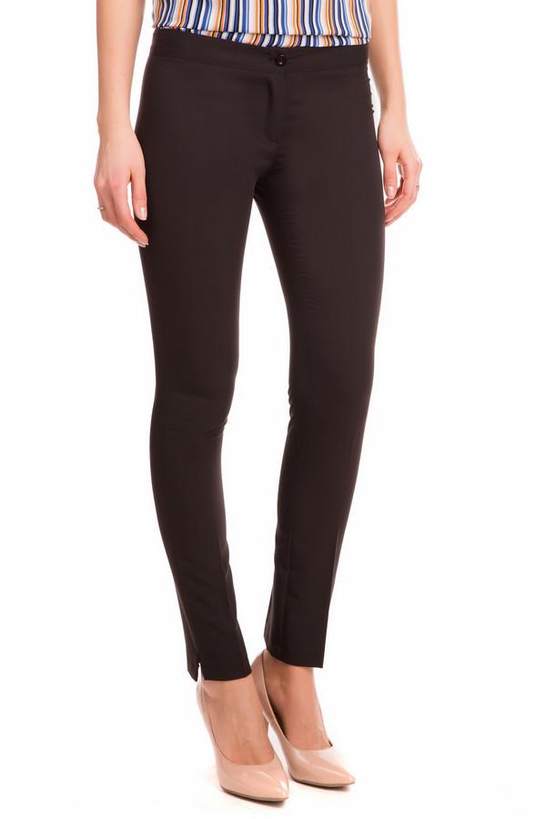 Брюки Sai-KuБрюки<br>Демисезонные черные брюки от Sai-Ku станут незаменимой вещью в вашем гардеробе. Брюки черного цвета, с низкой посадкой, облегающие. Снизу дополнительно украшены небольшими боковыми разрезами. Такие брюки идеально подойдут под любой стиль. Их можно носить под туфли с блузкой или под кеды с футболкой. Состав изделия - 5% эластан, 11% вискоза, 84% полиэстер.<br><br>Размер RU: 44<br>Пол: Женский<br>Возраст: Взрослый<br>Материал: эластан 5%, вискоза 11%, полиэстер 84%<br>Цвет: Чёрный