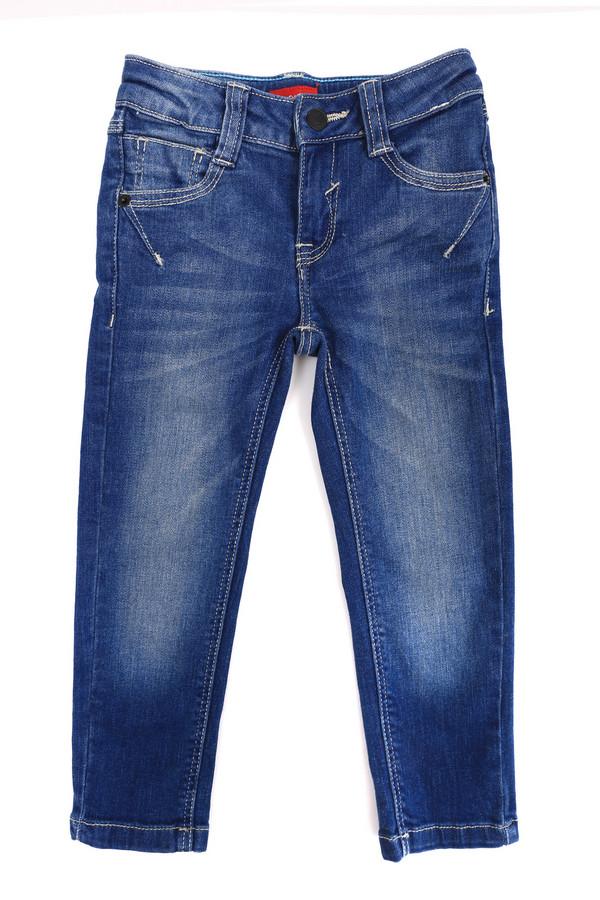 Брюки s.OliverБрюки<br>Детские брюки для мальчиков от s.Oliver. Брюки выполнены в синем цвете. Посадка - средняя. Спереди и сзади есть по два кармана. Спереди и сзади есть высветленные участки. Джинсы идеально подходят для носки как зимой, так и летом. Цвет изделия универсальный и подходит под любую одежду и обувь. Состав изделия - 2% эластан, 98% хлопок.<br><br>Размер RU: 32;128<br>Пол: Мужской<br>Возраст: Детский<br>Материал: хлопок 98%, эластан 2%<br>Цвет: Синий