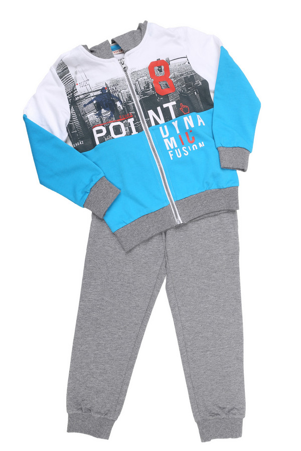 Комплект BrumsКомплекты<br>Детский комплект от Brums для мальчиков. Комплект состоит из штанов и кофты. Штаны из комплекта выполнены в сером цвете. Они слегка заужены, нижняя часть штанин на резинках. Верхняя часть регулируется с помощью пояса-шнурка. Кофта выполнена в трех цветах - серый, белый и голубой. Капюшон и нижняя часть рукавов выполнены в сером цвете. Основная часть кофты выполнена в двух цветах - белый и голубой. Спереди есть принт. Кофта застегивается на молнию. Состав - 100% хлопок.<br><br>Размер RU: 28;110<br>Пол: Мужской<br>Возраст: Детский<br>Материал: хлопок 100%<br>Цвет: Разноцветный