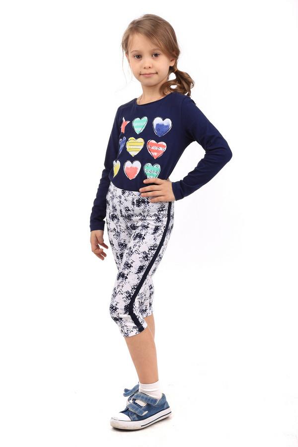 Леггинсы BrumsЛеггинсы<br>Леггинсы от Brums для девочек. Леггинсы сделаны в белом цвете с синими вставками и рисунками. Посадка - средняя, длина - немного ниже колена. Леггинсы обтягивающие. Сбоку есть небольшие вставки синей ткани вдоль всего изделия. Леггинсы сделаны из тянущейся ткани, что обеспечивает комфорт и свободу движения. Отлично подходят под спортивную или повседневную одежду. Состав - 95% хлопок, 5% эластан.<br><br>Размер RU: 30;122<br>Пол: Женский<br>Возраст: Детский<br>Материал: эластан 5%, хлопок 95%<br>Цвет: Синий