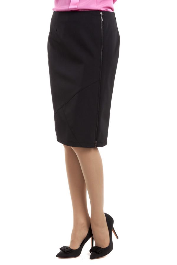 Юбка Betty BarclayЮбки<br>Демисезонная юбка-карандаш Betty Barclay черного цвета. Выполнена из полиэстера и эластана. Данная модель дополнена боковой молнией и строчками, которые образуют две перпендикулярные линии. Юбка выгодно подчеркивает линию силуэта. Эта модель обладает необходимой длинной и строгостью для офисного стиля.<br><br>Размер RU: 42<br>Пол: Женский<br>Возраст: Взрослый<br>Материал: эластан 10%, полиэстер 90%<br>Цвет: Чёрный