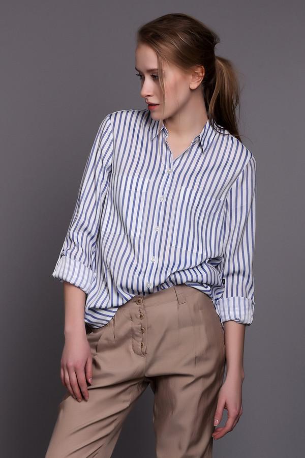 Блузa s.Oliver DENIMБлузы<br>Полоска, будь она вертикальная, горизонтальная или косая, никогда не выйдет из моды. Блуза от s.Oliver DENIM тому подтверждение. Блуза белого цвета с вертикальными полосками голубого цвета. Длина средняя, рукава длинные. Блуза застегивается спереди на пуговицы. Спереди также есть два нагрудных кармана. Такая блуза отлично подойдет под брюки или джинсы. Светлые тона изделия добавят свежести вашему образу, а вертикальные полоски визуально вытянут силуэт. Состав изделия - 56% вискоза, 44% полиэстер.<br><br>Размер RU: 38-40<br>Пол: Женский<br>Возраст: Взрослый<br>Материал: вискоза 56%, полиэстер 44%<br>Цвет: Голубой