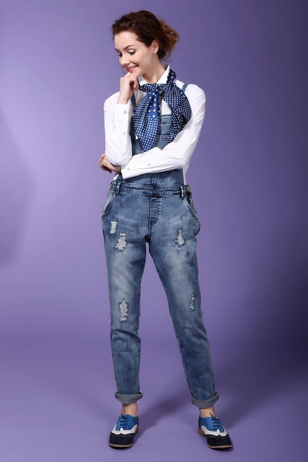 Комбинезон s.Oliver DENIMКомбинезоны<br>Комбинезон s.Oliver DENIM голубой женский. Классический комбинезон для сексуальных модных женщин. Этот вариант одежды всегда в тренде. Практичный и универсальный джинсовый комбинезон делает женскую фигуру стройной и подтянутой. Его можно сочетать как со спортивной обувью, так и с туфлями или босоножками на низком ходу или на каблуке. С таким джинсовым комбинезоном удобно носить как длинные, так и короткие топы и футболки. Состав: хлопок, полиэстер и эластан.<br><br>Размер RU: 40-42<br>Пол: Женский<br>Возраст: Взрослый<br>Материал: хлопок 95%, эластан 2%, полиэстер 3%<br>Цвет: Голубой