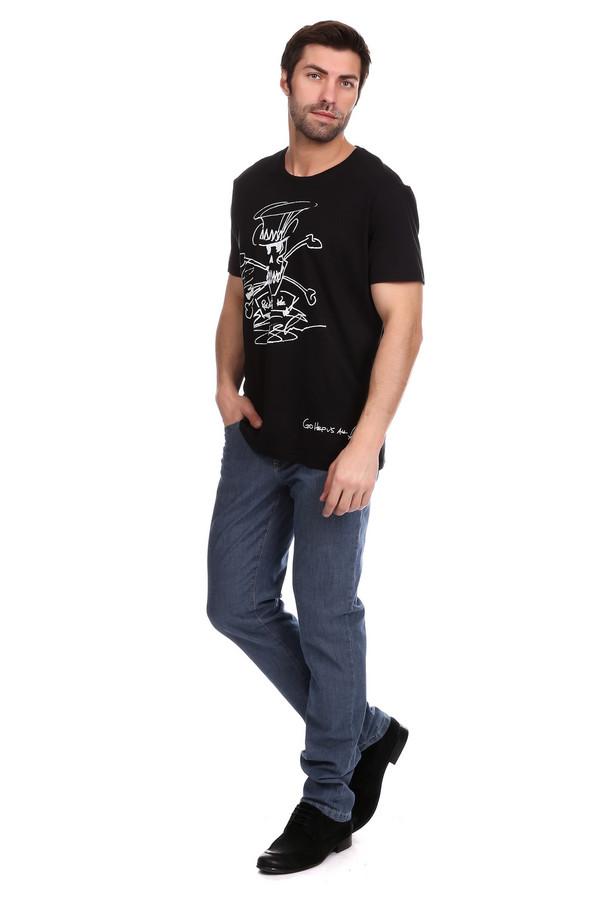 Джинсы BraxДжинсы<br>Джинсы Brax синие мужские. Разве можно представить гардероб современного мужчины без джинсов? Это не только удобный вариант одежды, но и красивый и всегда модный. Классические синие джинсы из натурального материала с небольшим добавлением синтетических волокон (10%) для мягкости и эластичности - как раз то, что вам нужно. Состав: хлопок, полиэстер и эластан.<br><br>Размер RU: 54(L34)<br>Пол: Мужской<br>Возраст: Взрослый<br>Материал: эластан 3%, хлопок 90%, полиэстер 7%<br>Цвет: Синий