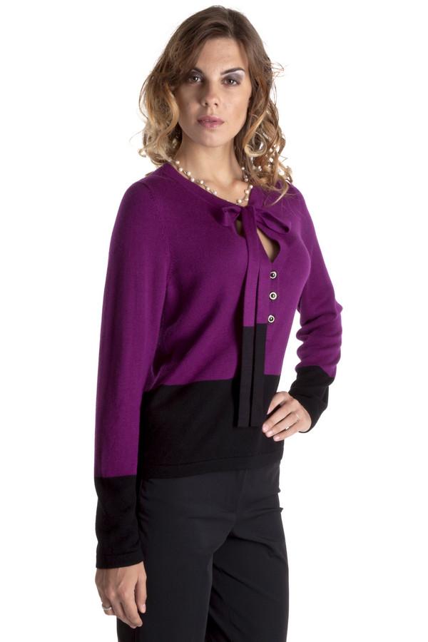 Пуловер PezzoПуловеры<br>Элегантный пуловер Pezzo представлен в двух модных цветах, изумрудный и цикламен. Изделие дополнено: v-образным вырезом с планкой на пуговицах и завязками в виде банта. Манжеты, завязки и нижний кант оформлены черной широкой полосой.<br><br>Размер RU: 50<br>Пол: Женский<br>Возраст: Взрослый<br>Материал: вискоза 75%, шерсть 25%<br>Цвет: Чёрный