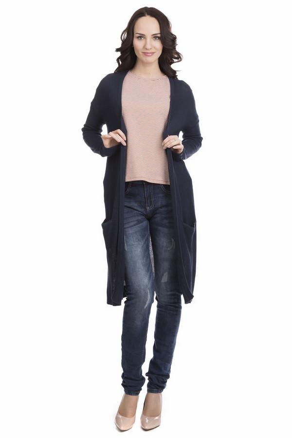 Джинсы LerrosДжинсы<br>Джинсы Lerros темно-синие. Стильные и современные, эти брюки позволят вам всегда оставаться в тренде. Каждая женщина знает: джинсы не бывают лишними в гардеробе. В наше динамичное время удобная одежда, дающая возможность чувствовать себя комфортно, актуальна как никогда, к тому же если она еще и столь соблазнительна. Легкие потертости и высветленные участки делают эти брюки еще популярнее. Состав: эластан и хлопок. Изделие для круглогодичной носки.<br><br>Размер RU: 40<br>Пол: Женский<br>Возраст: Взрослый<br>Материал: эластан 1%, хлопок 99%<br>Цвет: Синий