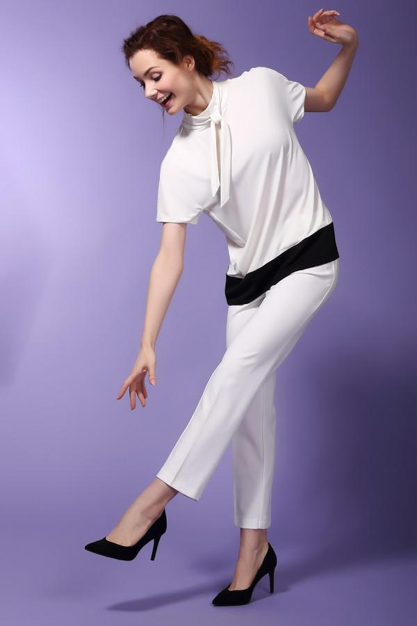 Брюки Sai-KuБрюки<br>Брюки Sai-Ku белые женские. Летний гардероб современной женщины невозможно представить без таких элегантных белоснежных брючек. В комплекте с открытыми майками, топиками, блузами такая модель выглядит потрясающе. Широкий пояс, узкий крой, удачно подобранная длина (чуть выше щиколотки) - основные преимущества этих брюк. Состав: полиэстер, эластан.<br><br>Размер RU: 44<br>Пол: Женский<br>Возраст: Взрослый<br>Материал: эластан 5%, полиэстер 95%<br>Цвет: Белый