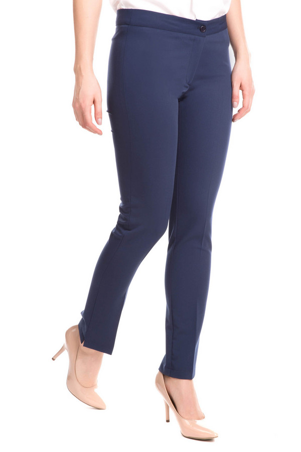 Брюки Sai-KuБрюки<br>Брюки Sai-Ku синие женские. Бесподобные летние брючки для модных женщин. Узкие с маленькими разрезами внизу, подчеркивающие вашу восхитительную фигуру, они отлично дополнят ваш гардероб. Такая модель потрясающе смотрится с летними майками и блузками, а также обувью на высоком каблуке. Состав: полиэстер, вискоза, эластан.