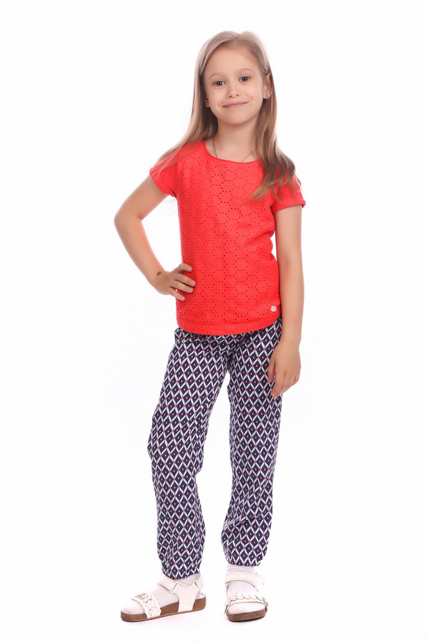 Брюки Tom TailorБрюки<br>Брюки Tom Tailor для девочки. Милые и такие удобные штанишки с рисунком в ромбы и однотонным поясом-завязкой – восхитительный выбор для девочки. Синий фон и бело-красный рисунок – волшебная комбинация для брючек такого типа. Состав: 100%-ная вискоза. Для вашего ребенка мы рады предложить только самое лучшее!<br><br>Размер RU: 34;134<br>Пол: Женский<br>Возраст: Детский<br>Материал: вискоза 100%<br>Цвет: Разноцветный