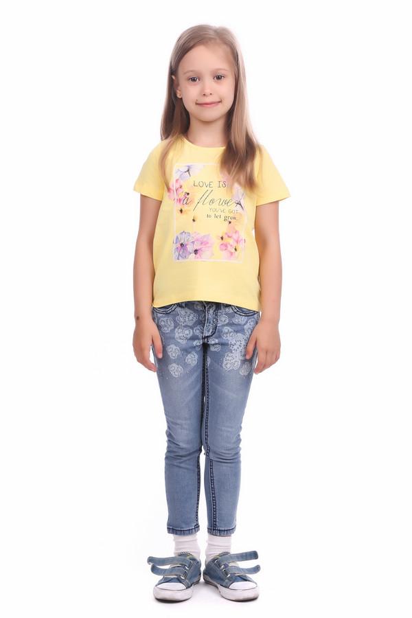 Брюки BrumsБрюки<br>Брюки Brums для девочки. Голубые джинсы для девочки с модным принтом и стразами сверху штанин – это стильно и привлекательно! Малышка, без сомнения, оценит такие брючки, ведь выглядит он как у взрослых. Предназначено изделие для круглогодичной носки. Сочетается с самым разным верхом и отлично вписывается во всевозможные ансамбли.<br><br>Размер RU: 30;116<br>Пол: Женский<br>Возраст: Детский<br>Материал: см. на вшивном ярлыке 0%<br>Цвет: Голубой